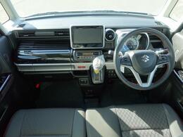 上質さと機能性を両立したドライビングポジションです。