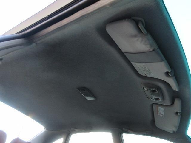 天張りには目立つ汚れやイヤな臭いなどもありません♪キレイで清潔感のある車内になっております♪