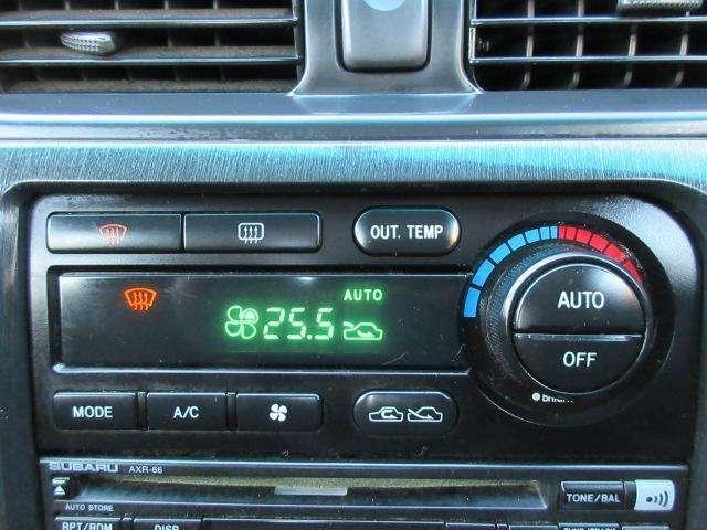 Bプラン画像:エアコンはAUTOエアコンですので設定した温度で快適にお過ごし頂けます♪パネルやスイッチ類には汚れやキズ等も少なくキレイな状態です♪