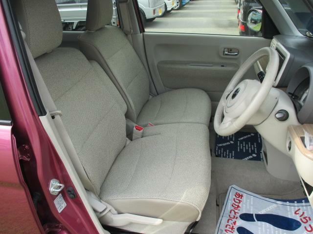 ベンチタイプのフロントシート(運転席シートヒーター付き)