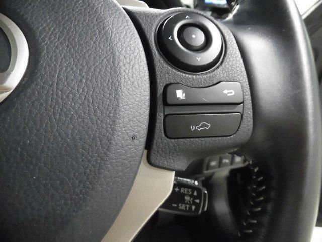 オートクルーズ付です。アクセルを踏んでいなくても設定した速度で走り続けてくれます。高速道路では、燃費運転に貢献してくれます。