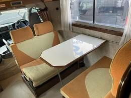乗車8名テーブル囲って食卓をどうですか?