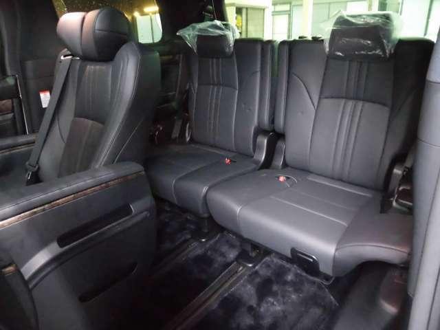 使用感少ないサードシートもキレイです!