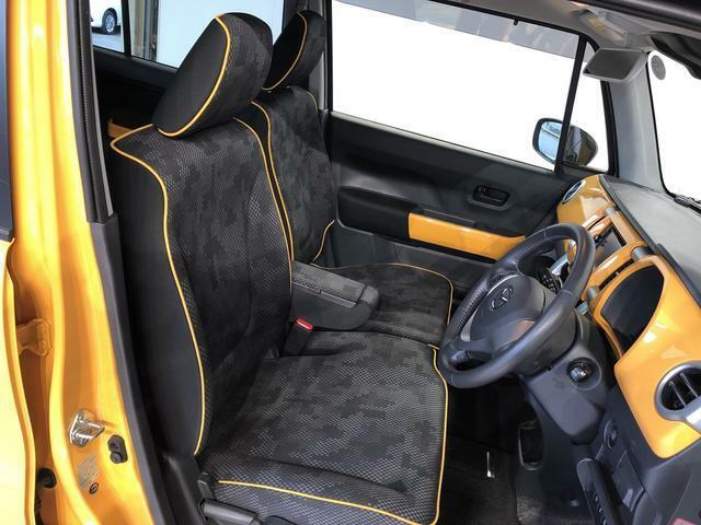 フロントシートはベンチシートを採用で、座面も広く使い勝手もいいですよ♪