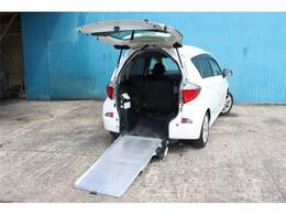 トヨタ ラクティス 1.5 G ウェルキャブ 車いす仕様車スロープタイプ タイプI 助手席側リアシート付 Rシート付