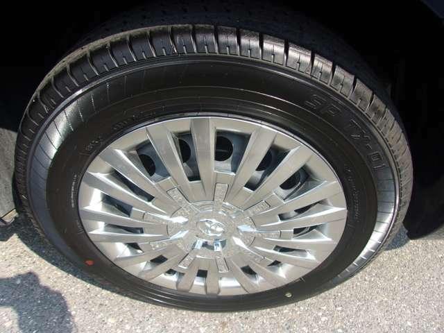 フロント同様、ホイールには目立つような傷も無く、良好な状態です。タイヤもヒビ等無く残り溝も有り、まだまだご使用して頂けます!