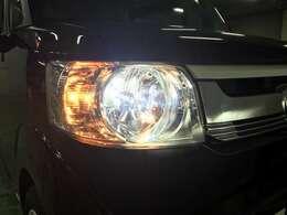 HIDヘッドライトが夜間走行時も明るく照らしてくれます。