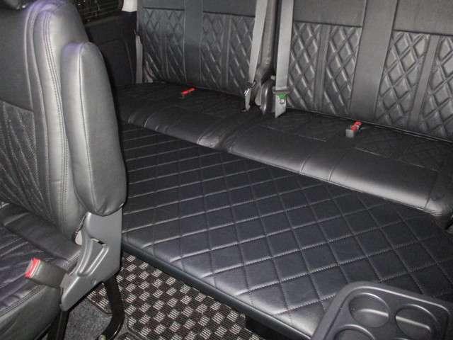 簡易ベッドキットであるW1ベッドキット付属!ステッチパターンはシートカバーのデザインに合わせて変更可能!