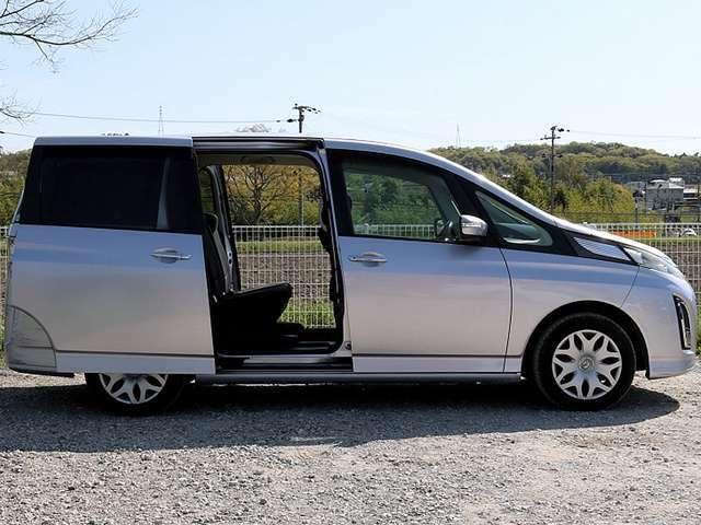 【両側スライドドア】スライドドア搭載のお車です。小さなお子様やご高齢の方がいらっしゃるご家庭でも快適にご利用いただけます。