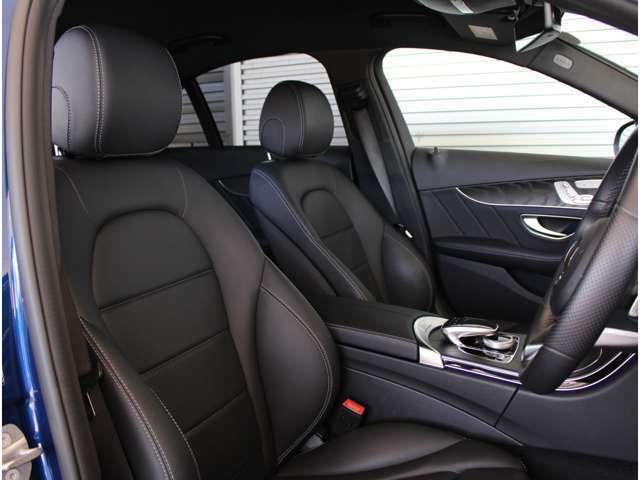 高級感ある内装は、人間工学に基ずきデザインされておりますので、リラックスした状態でドライビングに集中できます。