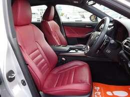 運転席シート☆カッコいい赤レザーシート☆禁煙車でキレイな室内です☆