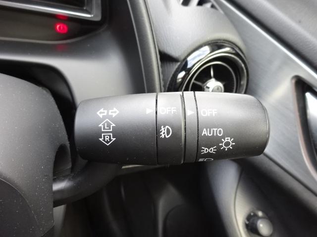 夕暮れ時やトンネル進入時に自動的にヘッドランプを点灯させるオートライトシステムを装備しております。勿論、エンジン停止に連動してライトもOFFします。