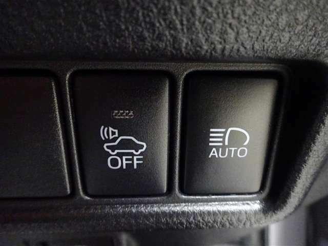 衝突軽減ブレーキなどの安全装備が付いてます。詳しくはスタッフにお尋ねください。