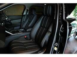 シックなブラックで統一されたインテリア。OPの「10wayシート」(¥58,000)はメモリー機能、シートヒータもついたスグレモノです!