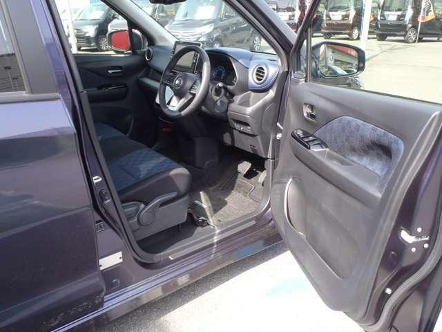 スポーティと高級感が融合した内装です。運転のし易さも、さらに室内の広さもオススメ要素ですよ!燃費も良く、アラウンドビューモニターで運転も楽に出来ます!!