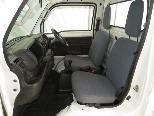 助手席側からのシート及び足元空間状況