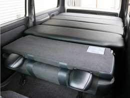 当社オリジナルベッドキットを装備したお車となっております!