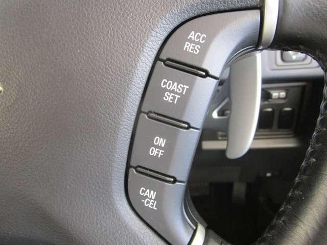 高速道路で便利な【クルーズコントロール】も装着済。アクセルを離しても走行ができる機能です。