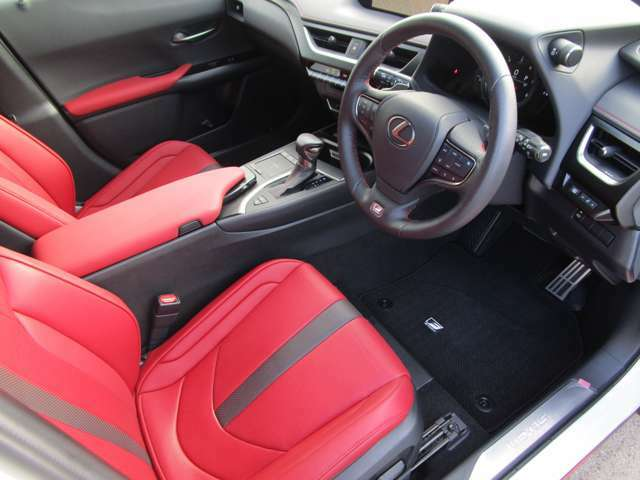 ゆとりのある運転席と座り心地の良いシートで、毎日の運転も楽しく快適に!