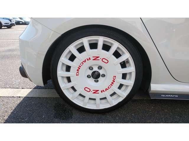 OZレーシングアルミホイール18インチ-8J。タイヤ225-35R-18。