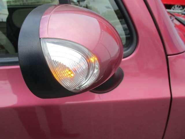 対向車からの視認性も良いウインカー付ドアミラーです。