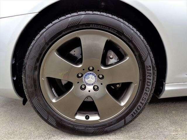 5本スポークの18インチアルミホイールは、ガンメタにNEWペイント!力強いデザインです。タイヤはブリジストンREGNO溝もまだたっぷり残っています☆