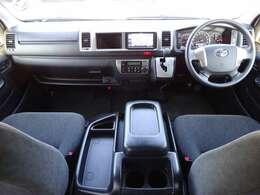 Wエアバッグ/ABS/キーレス/イモビライザー/プリクラッシュセーフティ/レーンディパーチャーアラート/オートマチックハイビーム/フロントオートエアコン/リヤクーラー/リヤヒーターが装備されています。