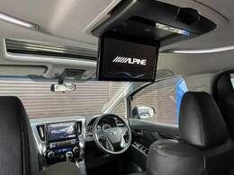 アルパイン製フリップダウンモニター装備!前席はTV後席はDVDなど、前後別々のソースをお楽しみ頂けます!