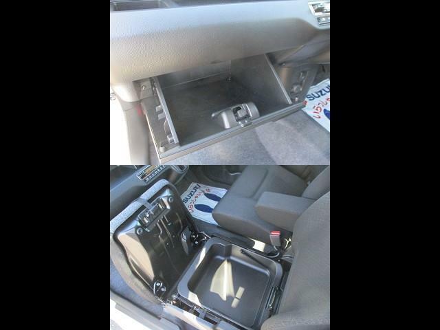 助手席収納スペース★車検証などはグローブボックスへ☆シート下には取り外し可能なシートアンダーボックス。