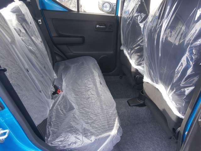 後部座席にもゆとりを持って座ることができます