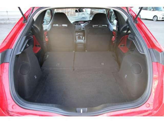 広々としたラゲッジスペース☆3ドアスポーツカーでこの広さ!