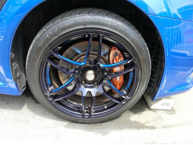 外品18インチAWです!このお車によく似合っていますね!タイヤは3分山くらいです。