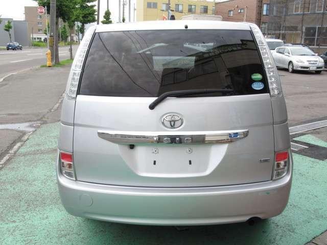 バックカメラも付いています。駐車の時に便利なのはもちろんの事、後方死角にいる子供たちに気が付くことができるので安心安全ですね♪
