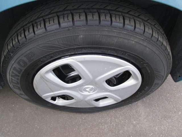 タイヤの山もあります。
