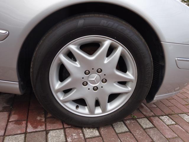 タイヤへの窒素ガス充てん装置もございます。ご用命ください。