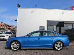 Audi A4のハイパフォーマンスバージョンS4です。quattro スポーツデフの恩恵でまさにオンザレールのハンドリングです!