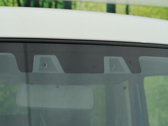 スズキの安全装備!【デュアルカメラブレーキサポート】人の目のように2つのカメラから対象の形や距離を捉え、歩行者やクルマを認識☆車線も認識し、さまざまな警報や衝突被害軽減ブレーキをそなえています!!