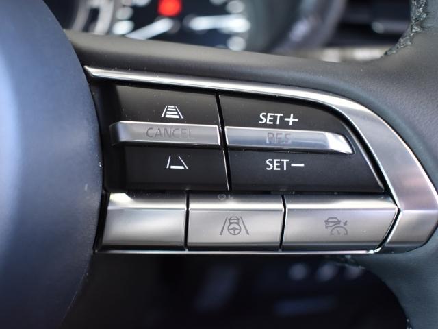 先行車との速度差や車間距離計測してエンジンとブレーキをコントロールし、設定した車間距離を保つよう自動で車速を調整するシステム.0-100km/hまでの速度域で追従走行できます