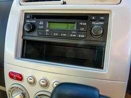 シンプルイズベスト!?純正CDチューナー装備。ナビのグレードアップもご相談ください。