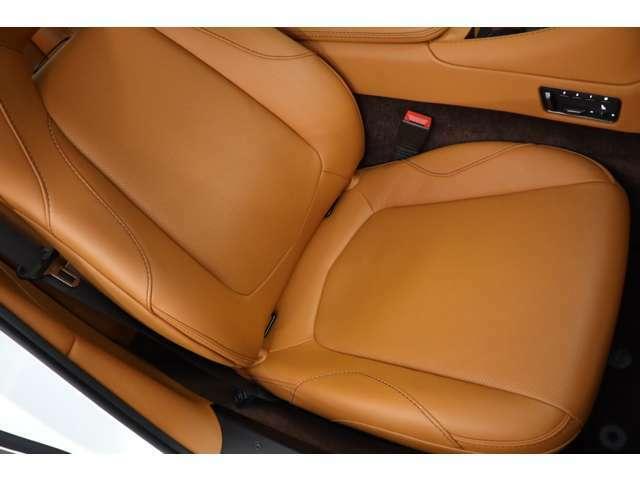 助手席の使用感も少なくキレイなコンディションを保っております。