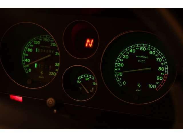 34000kmです。お約束のシフトインジケーターは入庫時に修理済みです。イルミネーションの透過光も綺麗です。詳しくは弊社ホームページ、ブログをご覧になって下さい。https://www.realize-jpn.com/