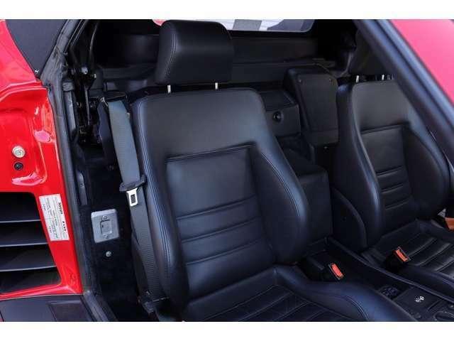 助手席も使用感が少なく新車時の雰囲気が残っております。詳しくは弊社ホームページ、ブログをご覧になって下さい。https://www.realize-jpn.com/