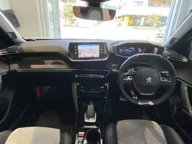 プジョー独自の3Di-Cockpit