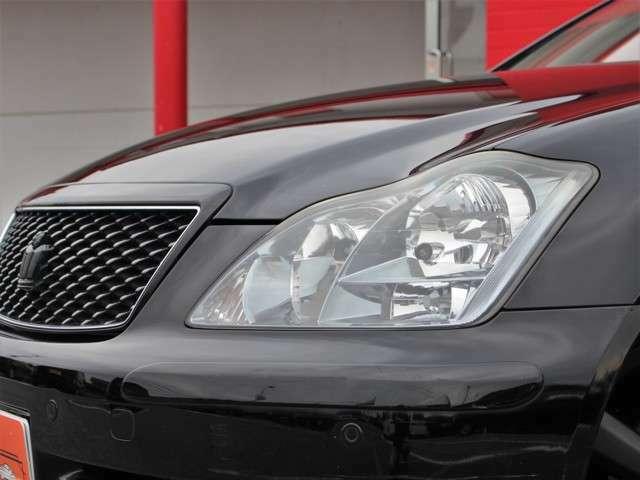 夜道も安心の純正HIDを装備!フォグももちろん標準装備ですので安心してお乗りいただけます!黄ばんでいてはカッコ悪いので全車ヘッドライトは磨いてあります!これだけで年式が新しく感じます!!
