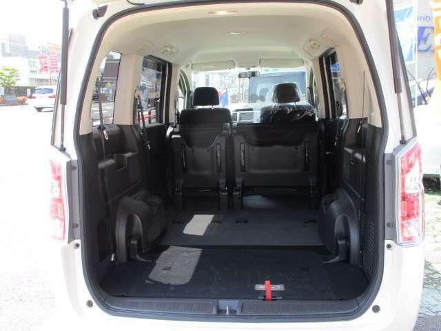 サードシートを収納せれば大きな荷物も入ります
