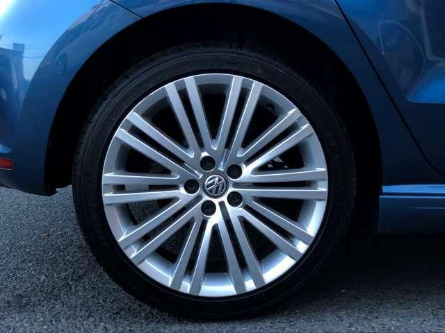 ブルーGT専用17インチAWです。タイヤは2020年製ダンロップ ルマンV タイヤ溝も充分ございます。ご納車前にはホイールバランス調整及び、高速道路の試運転を行います