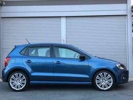 ブルーGTの名に相応しいお色ブルーシルクです。艶も充分ありとてもキレイなお車です。