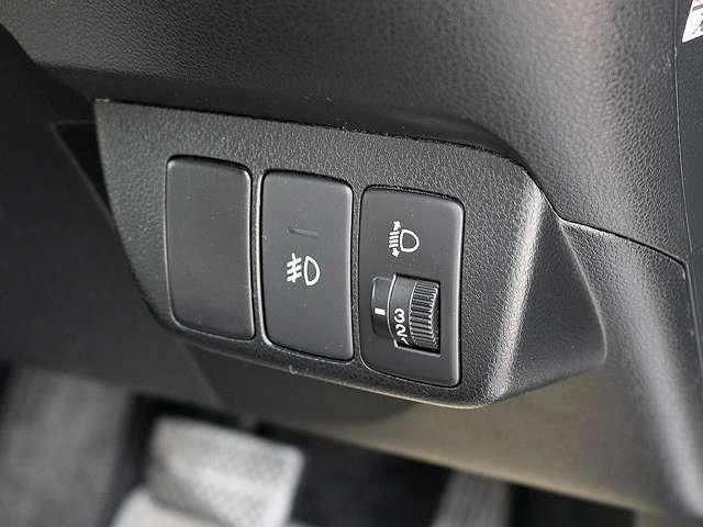 ヘッドライトレベライザーを装備しております。こちらではヘッドライトの光軸調整が3段階で可能となっております。