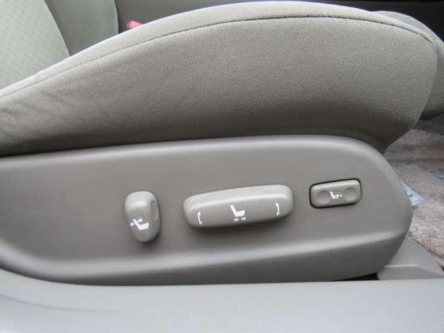 Lパッケージならではの装備で運転席・助手席どちらもパワーシート装備付き!