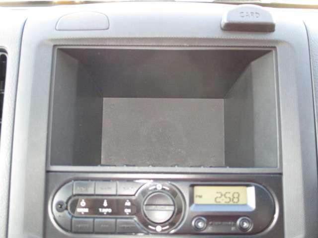 ラジオの上に小物入れがあります。